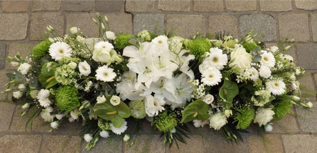 Dessus de cercueil-composition-mortuaire-au-paradis-des-fleurs-neuville-sur-saone-fleuriste-lyon