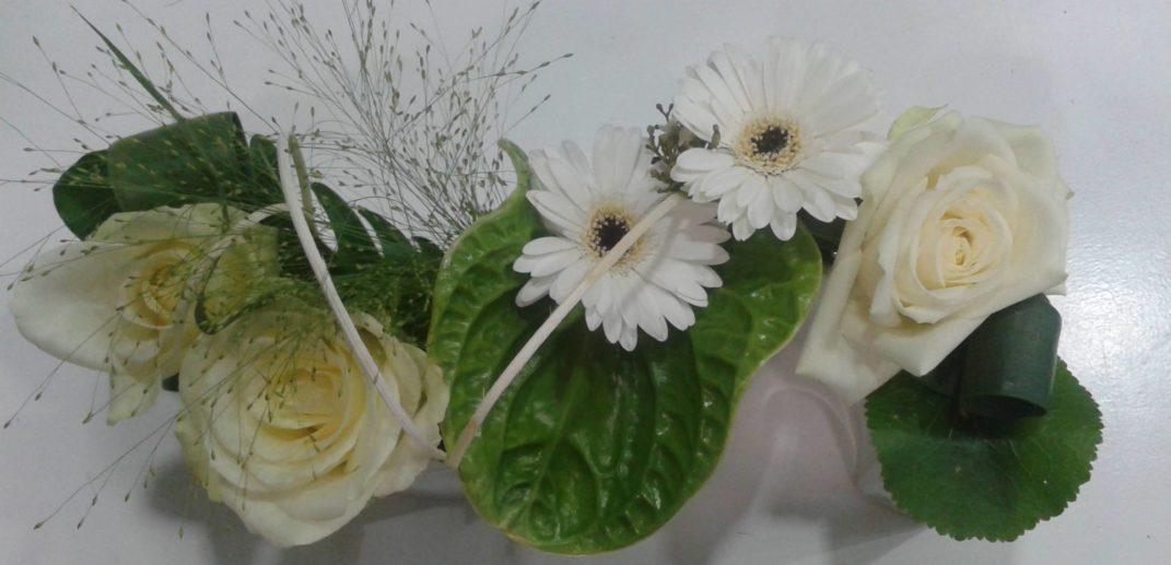 Centre de table-mariage-composition-piquée-au-paradis-des-fleurs-neuville-sur-saone-fleuriste-lyon