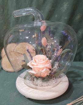 Rose sous cloche Gourmandise Fleuriste Neuville sur Saône Fleurs mariage Lyon Livraison Cours art floral deuil Livraison express Fleuriste interflora