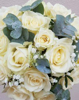 au-paradis-des-fleurs-fleuriste-neuville-sur-saone-mariage bouquet de rose blanches