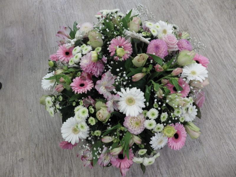 au-paradis-des-fleurs-fleuriste-neuville-sur-saone-mariage dessus de cercueil-coussin