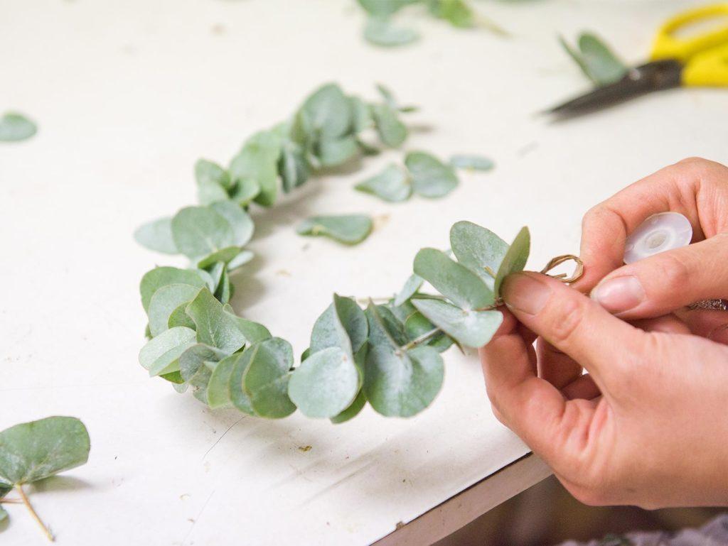 couronne eucalyptus plante confection cours art floral